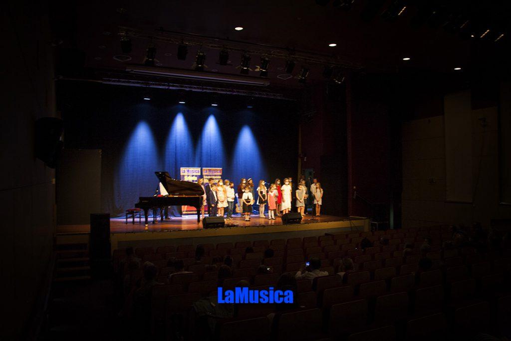 Ukłon uczniów Szkoły muzycznej po występie